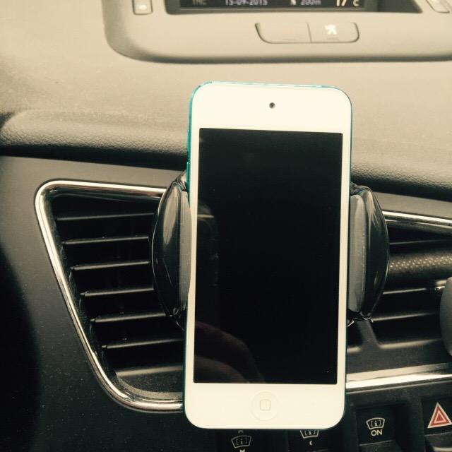les tests de themouse le support t l phone voiture pour grille d 39 a ration de forme ronde. Black Bedroom Furniture Sets. Home Design Ideas