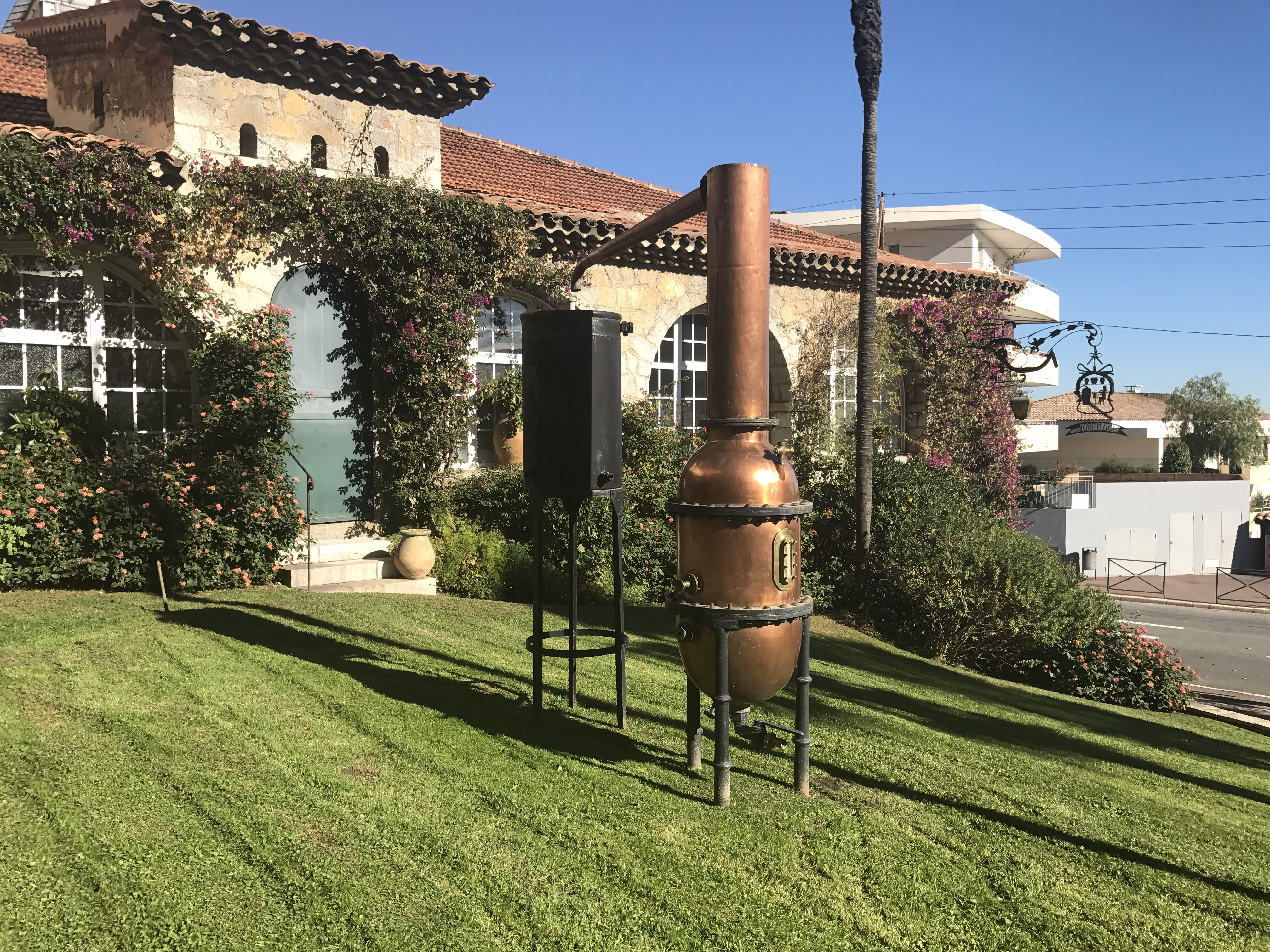 TheMouse sur YouTube: L'atelier des parfums chez Molinard à Grasse (06)