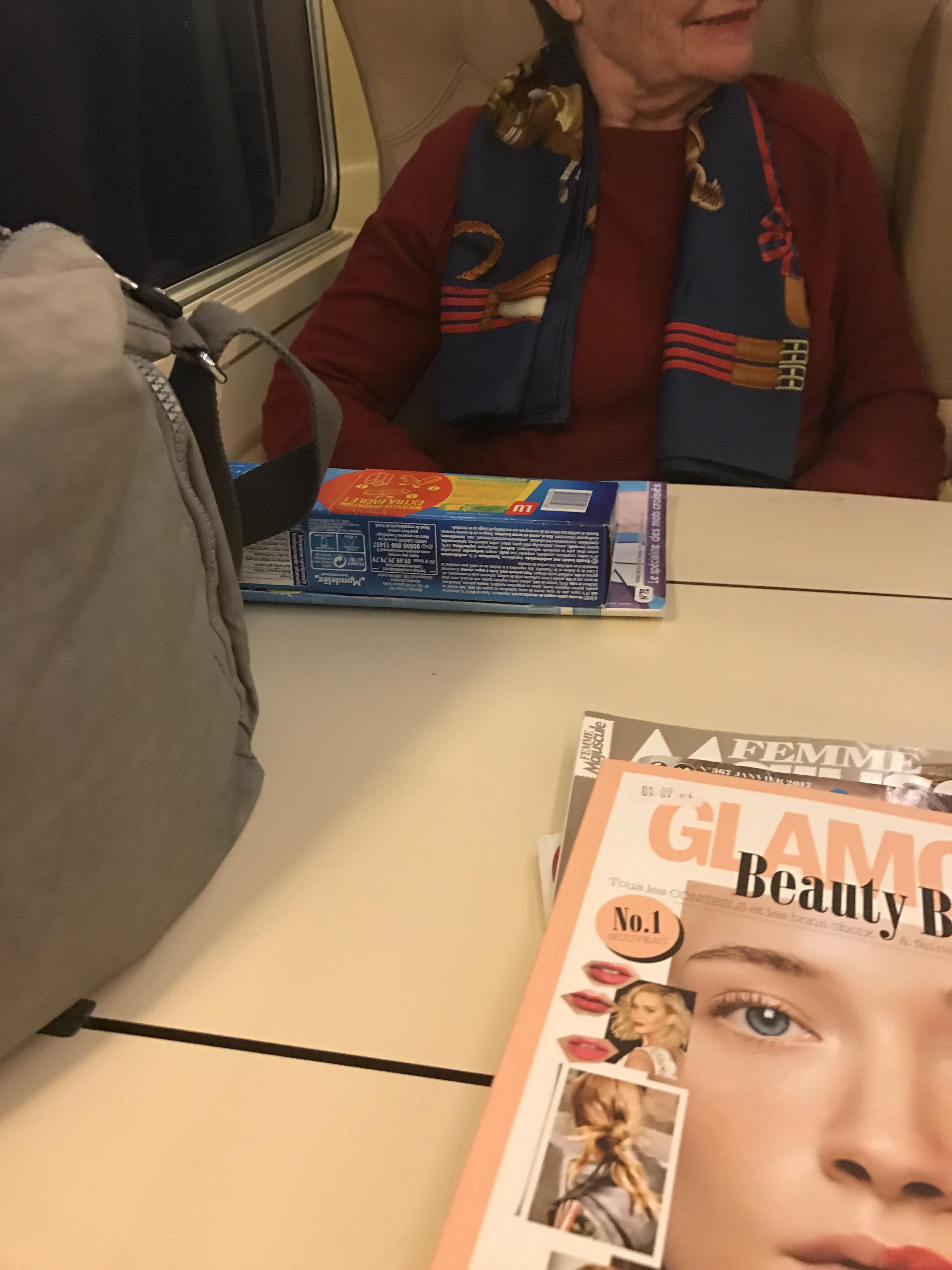 Dans le train… Une vieille dame pleine de bonne humeur!