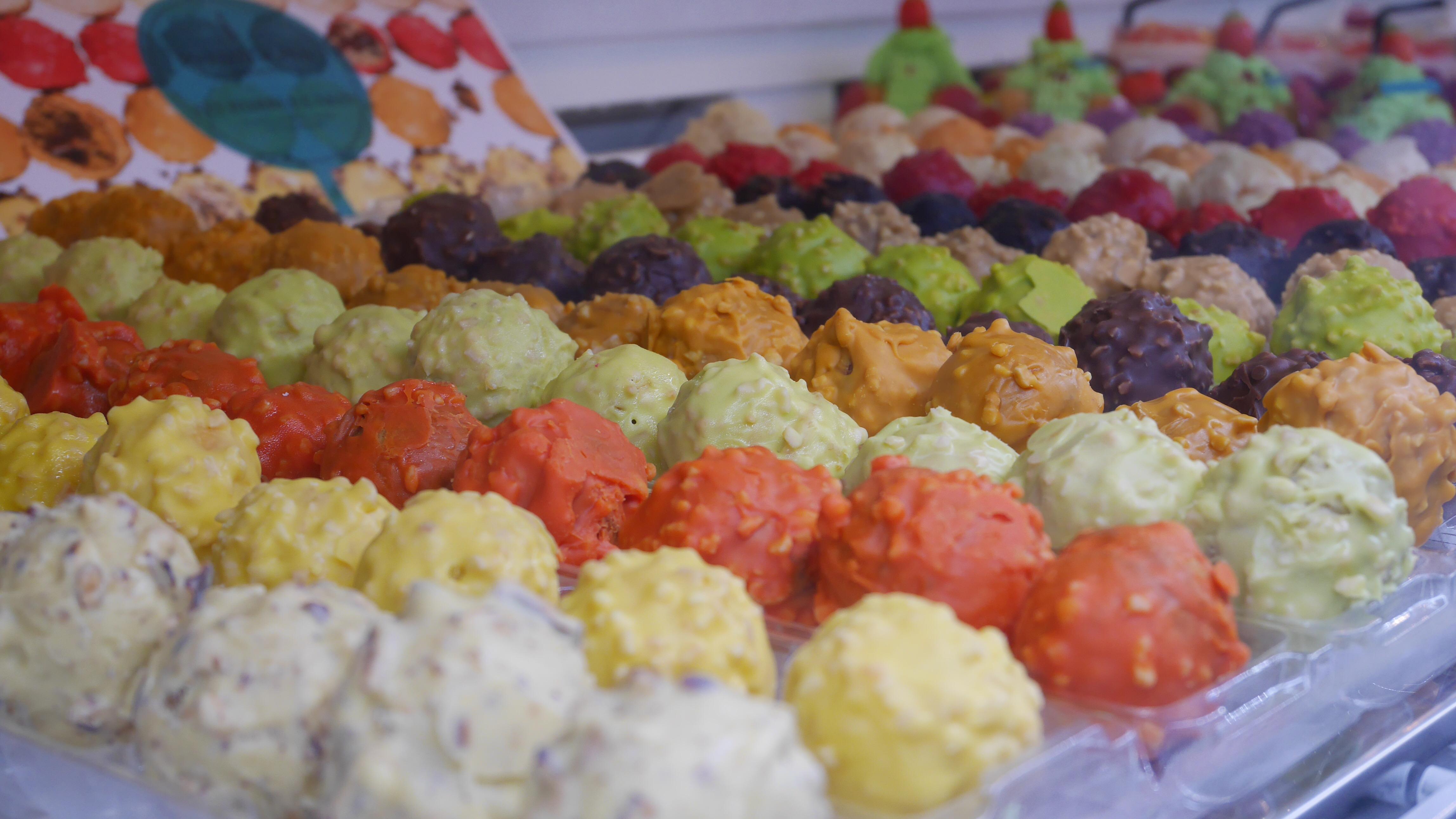 TheMouse sur YouTube: Vlog: inauguration de la pâtisserie-salon de thé INTUITIONS à Cannes… Miam!