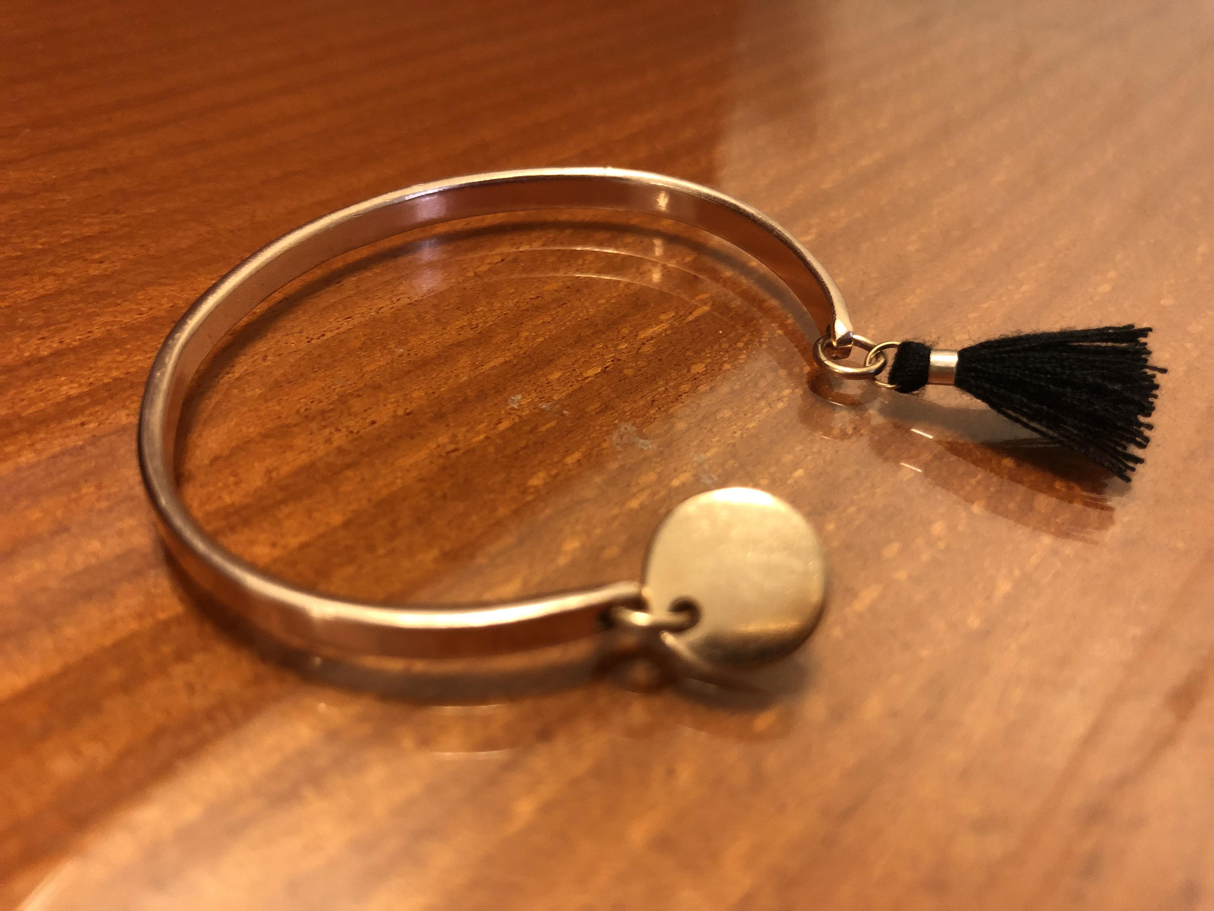 Un bracelet jonc ligne D… par Les beautés majuscules