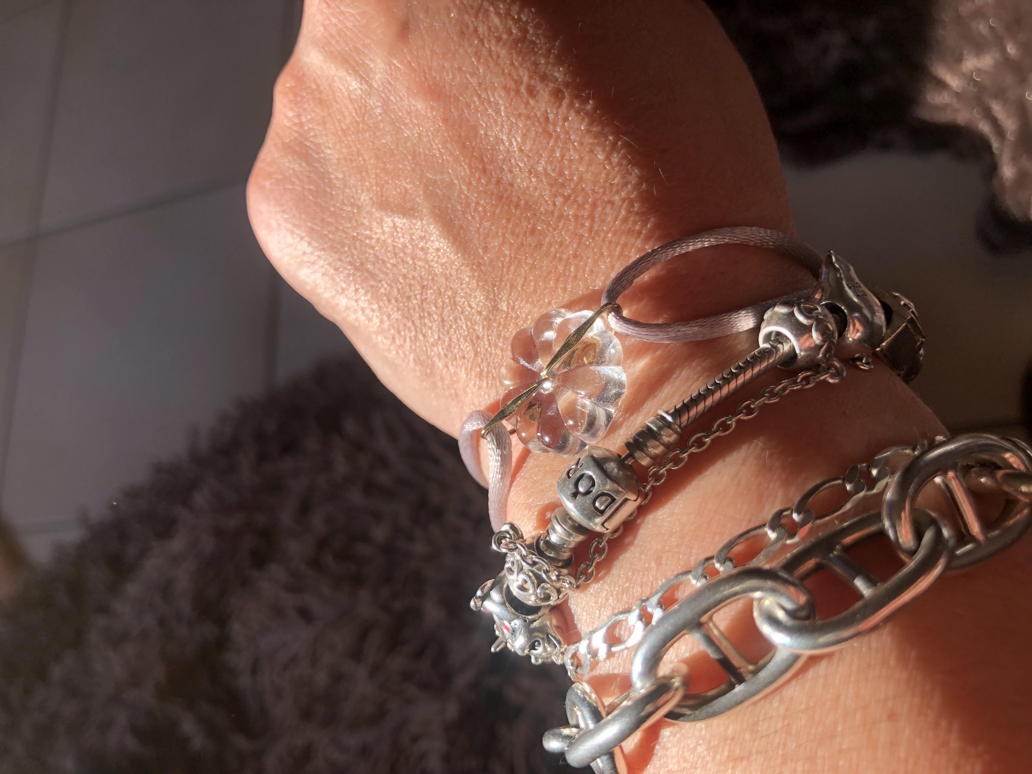 Idée cadeau: un joli bracelet avec une rosace en cristal