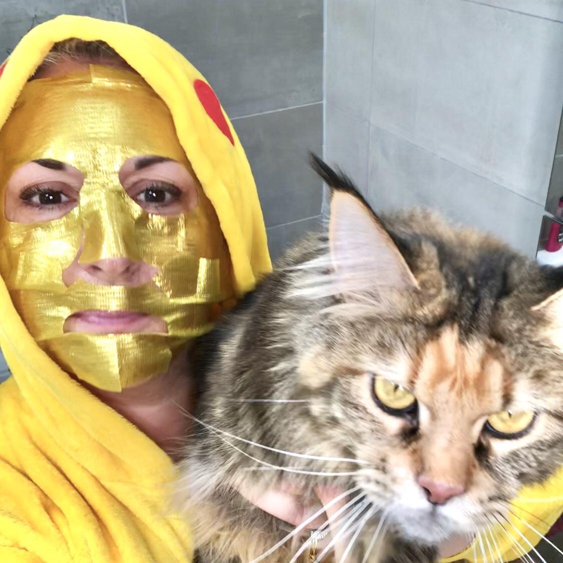Un masque 7th Heaven en or: 24K gold firming sheet mask